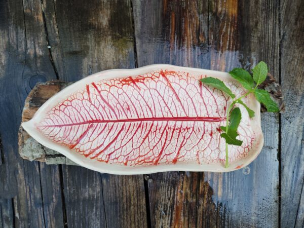 Czerwony liść ceramiczny